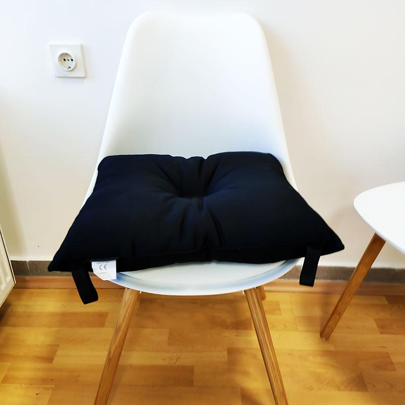 Antidekubitalni jastuk s diskretnim udubljenjem u sredini protiv boli kod hemoroida